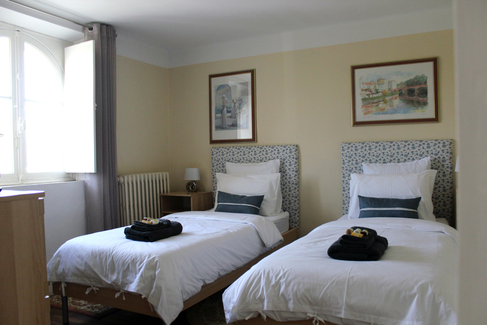 La Macarena Chambres dHotes Carcassonne twin room2